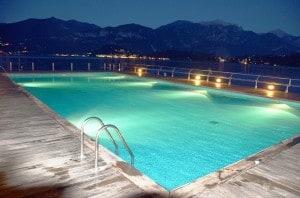 swimming-pool-55736_1280